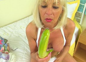 British Mature Elaine loves to primate a banana