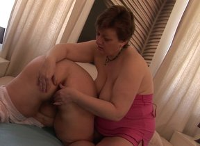 These beamy mature lesbians love to wasting pussy