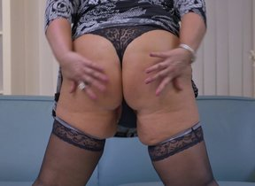 Naughty mature BBW effectuation with herself