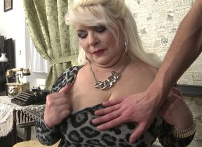 Chubby mature slut fucking far POV associated with