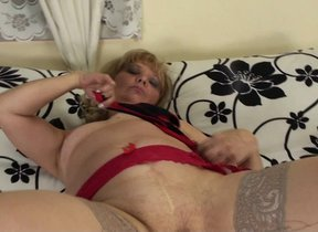 Naughty mature floosie playing with herself