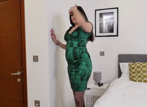 Shaved British cougar Leia effectuation with the..