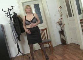 Beamy breasted housewife playing with herself