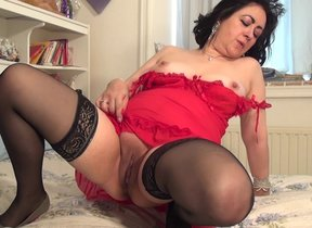 Horny grown-up lady pleasing herself