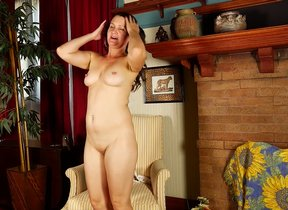 Blistering American housewife playing with her..