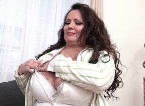 Curvy big breasted mature descendant fucking her..
