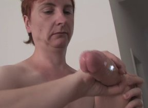Bluff haired mature fingering the brush pussy..